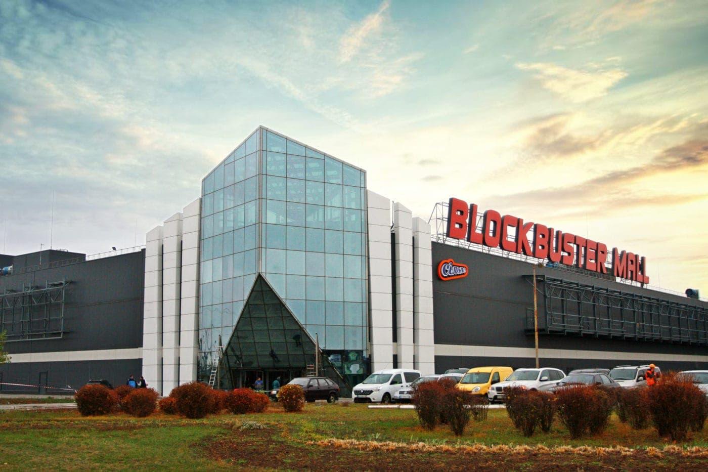 Найбільший торгово-розважальний центр країни Blockbuster Mall відкрився 20 листопада 2019 року