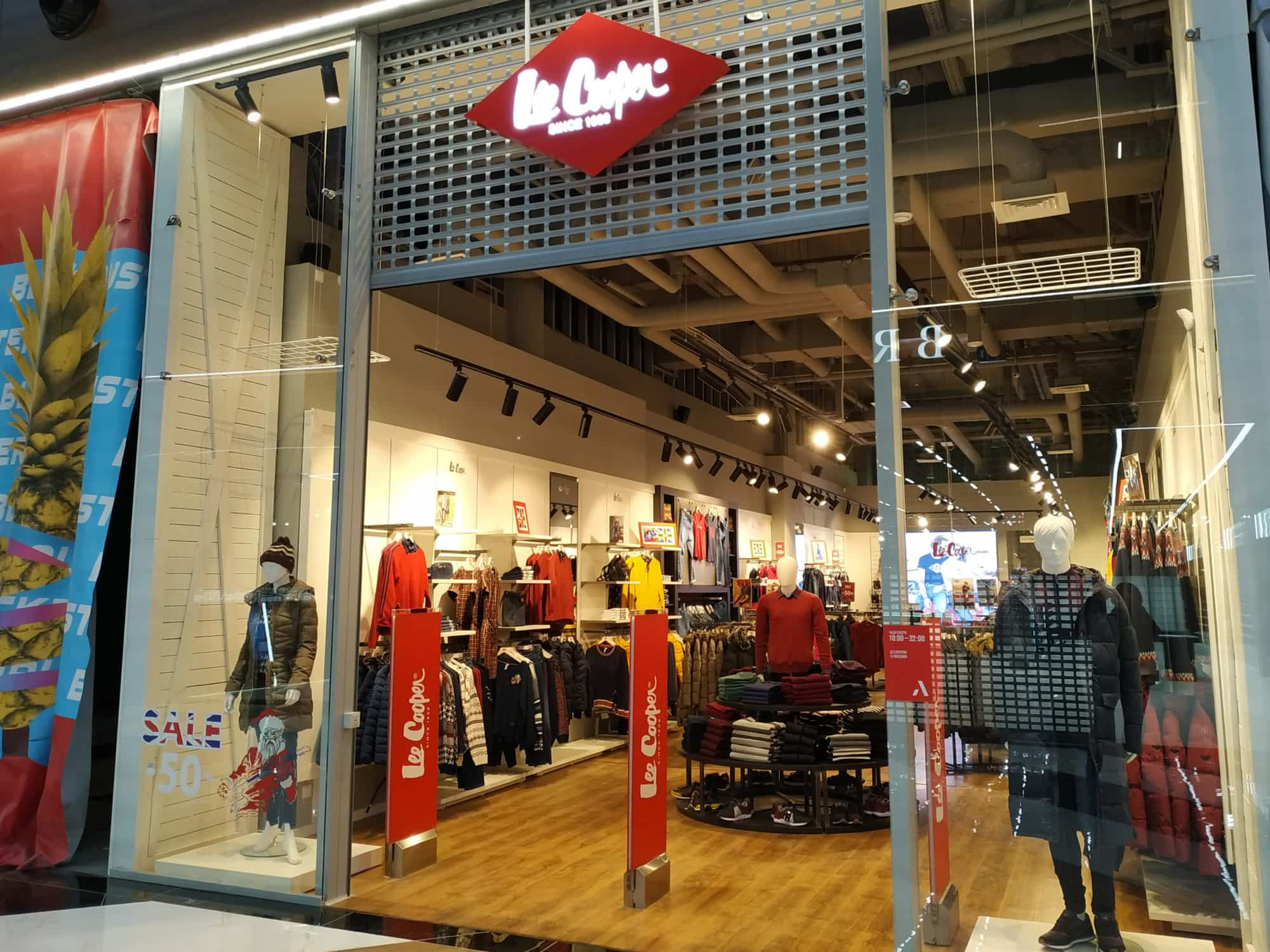 На першому поверсі Blockbuster Mall відкрився магазин легендарного британського бренду Lee Cooper