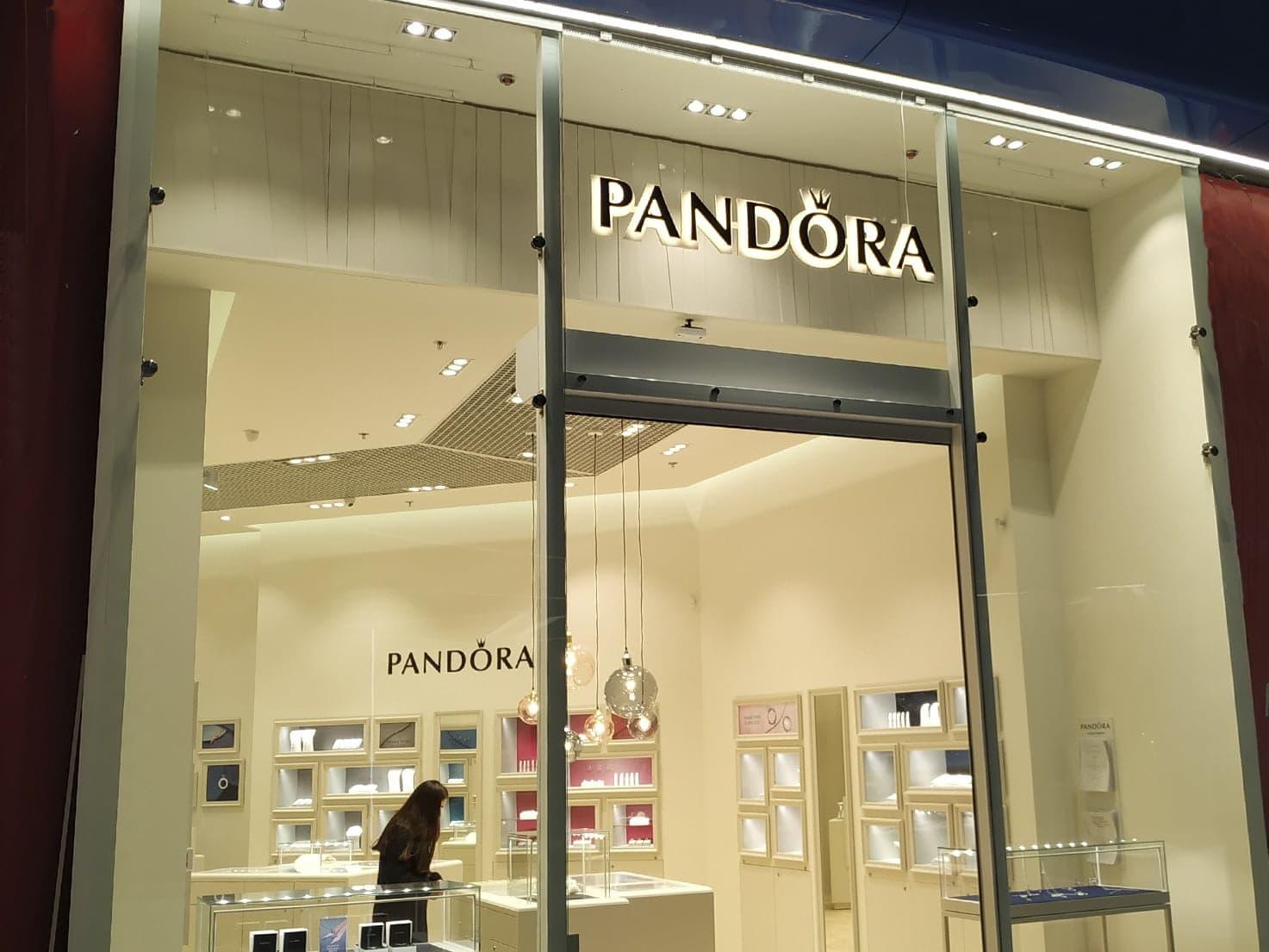 B Blockbuster Mall відкрився бутик датського ювелірного бренду Pandora