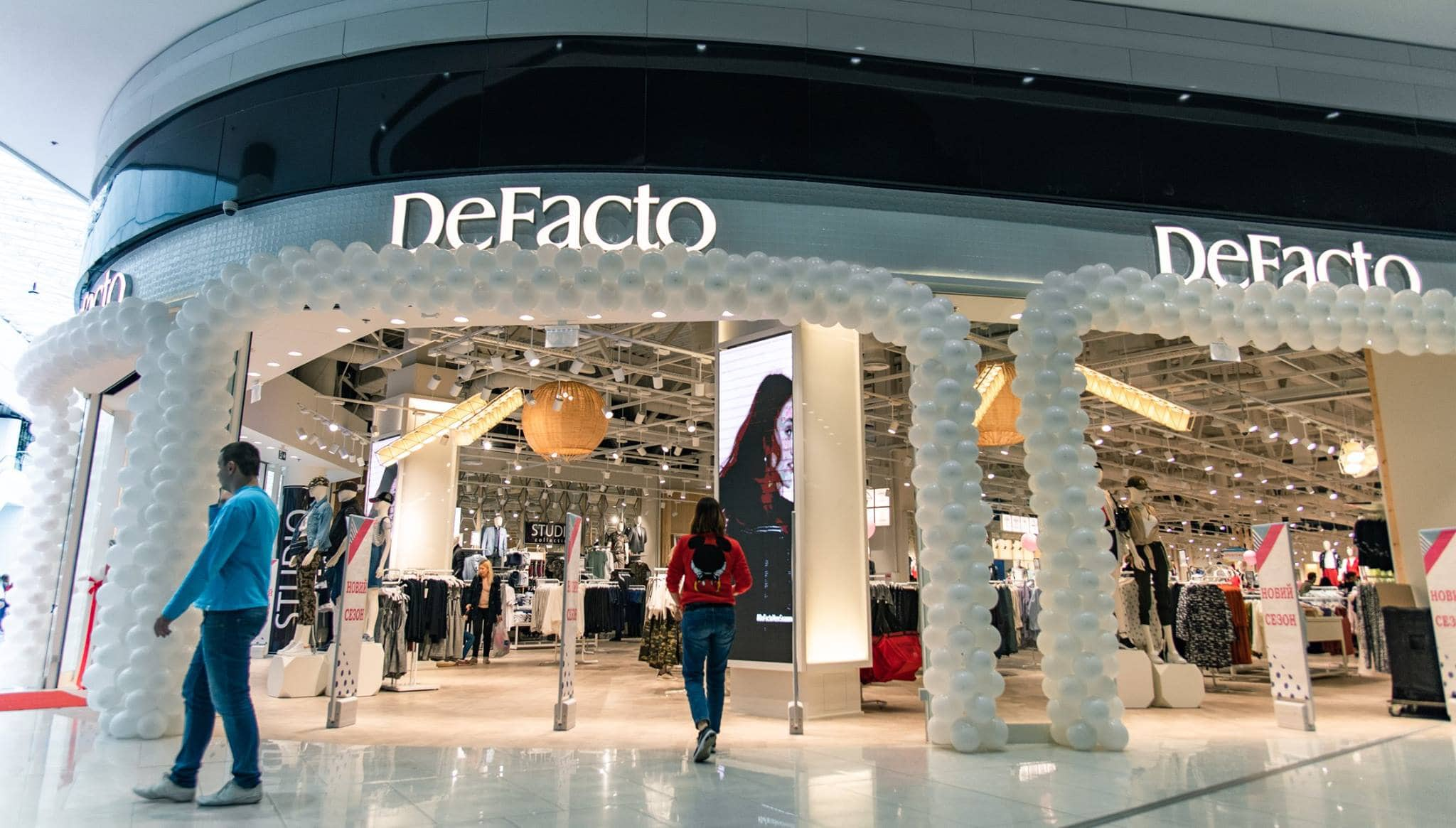 Today is De Facto's opening in Blockbuster Mall!