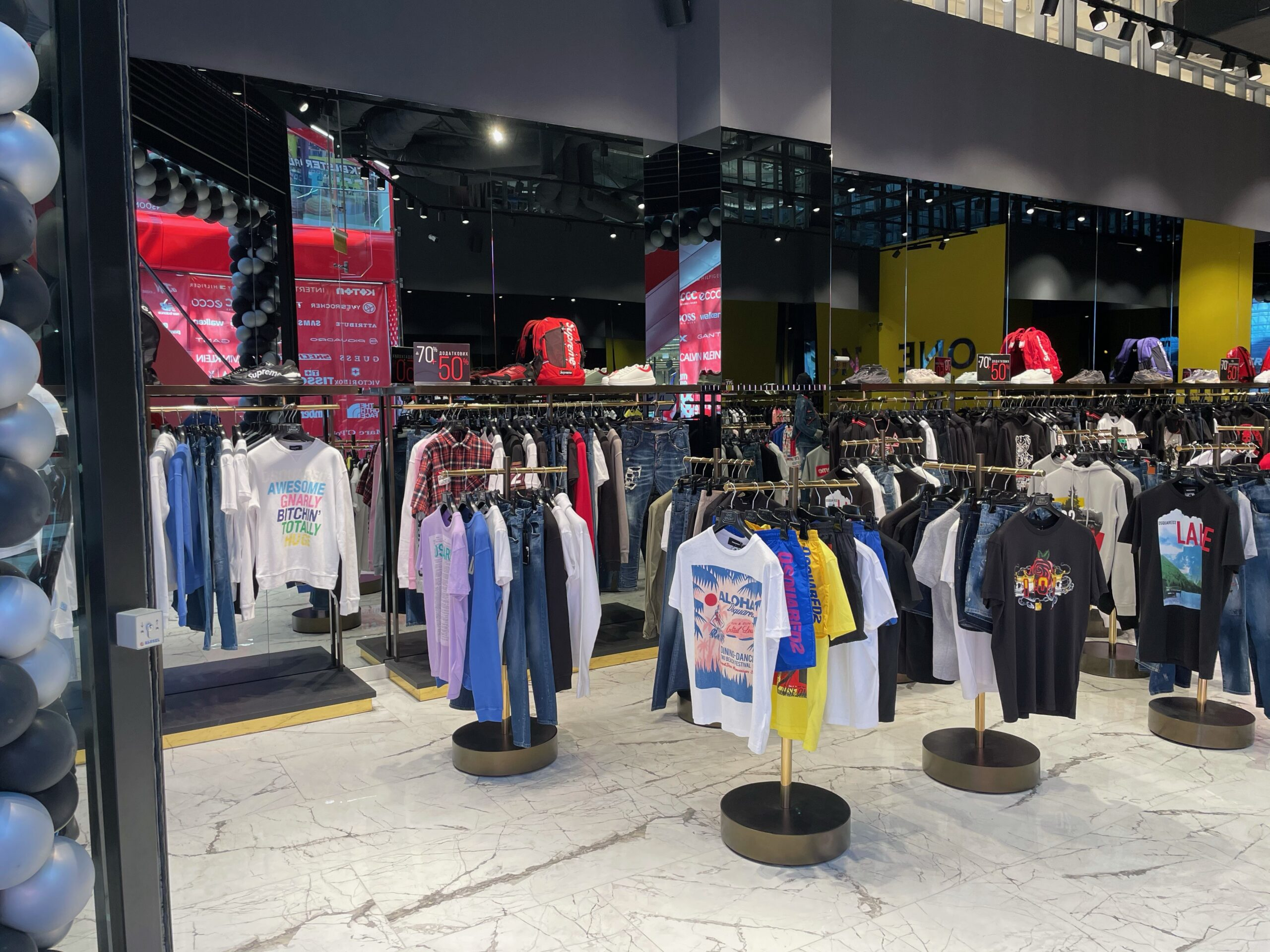 Another new shop in the Blockbuster mall – a boutique of clothes and accessories ONE Group opened its doors!